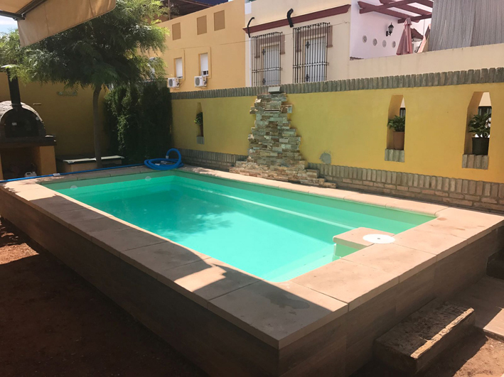 Piscinas de poliester sevilla montaje de piscinas en for Piscinas poliester